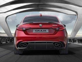 Ver foto 2 de Alfa Romeo Giulia Quadrifoglio 2015