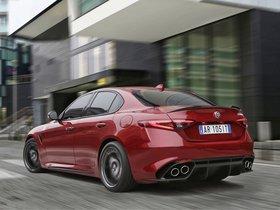 Ver foto 28 de Alfa Romeo Giulia Quadrifoglio 2015