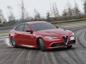 Ver foto 17 de Alfa Romeo Giulia Quadrifoglio 2015