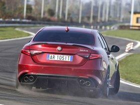Ver foto 12 de Alfa Romeo Giulia Quadrifoglio 2015