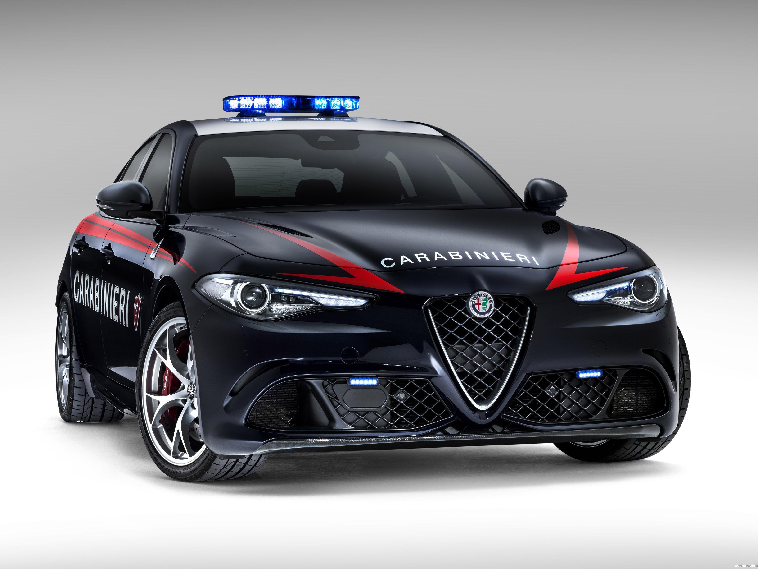 Foto 0 de Alfa Romeo Giulia Quadrifoglio Verde Carabinieri 2016