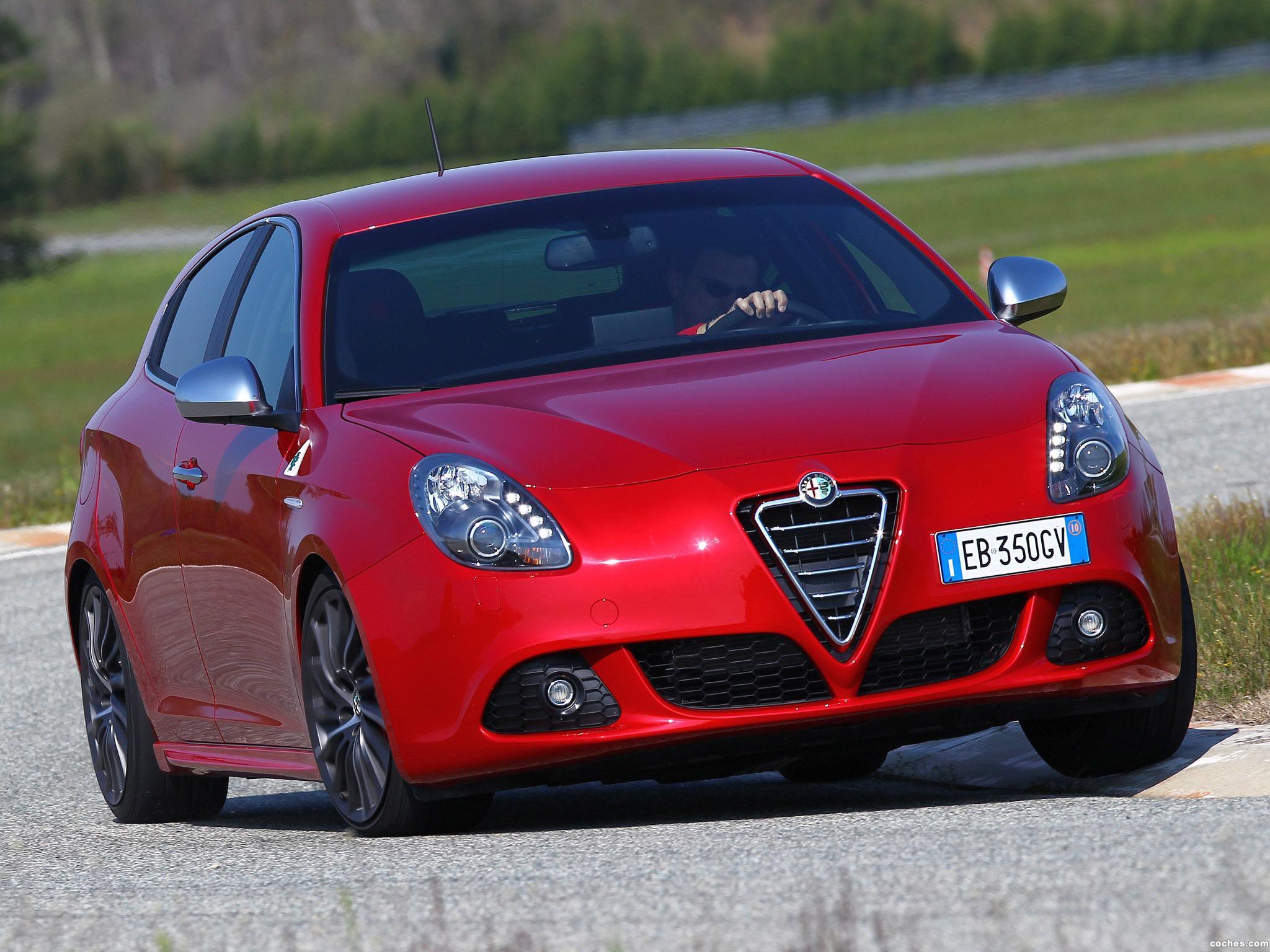 Foto 0 de Alfa Romeo Giulietta Quadrifoglio Verde 940 2010