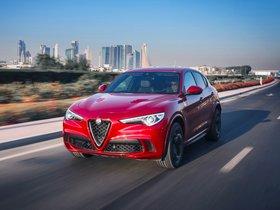Ver foto 2 de Alfa Romeo Stelvio Quadrifoglio 2017