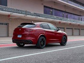 Ver foto 31 de Alfa Romeo Stelvio Quadrifoglio USA 2018