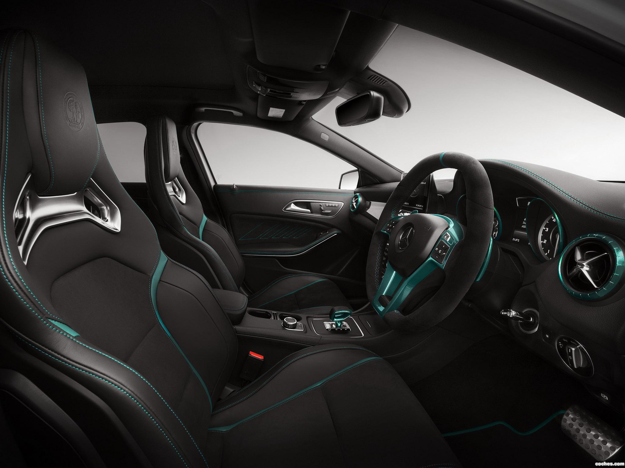 Foto 2 de Mercedes Clase A A45 AMG Petronas Green W176 2014