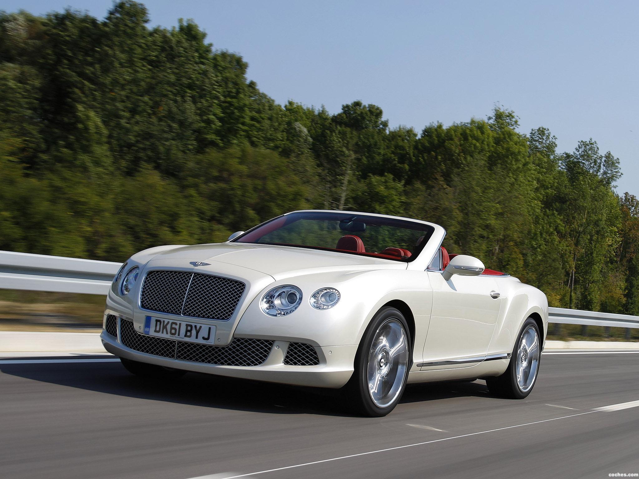 Foto 5 de Bentley Continental GTC Silk White 2011