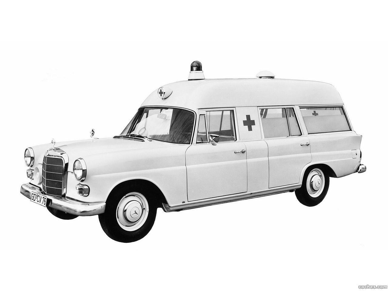 Foto 0 de Mercedes Binz 200 D Ambulance W110 1965