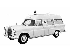 Ver foto 1 de Mercedes Binz 200 D Ambulance W110 1965