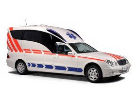 Fotos de Binz Mercedes Clase E Ambulance VF211 2014
