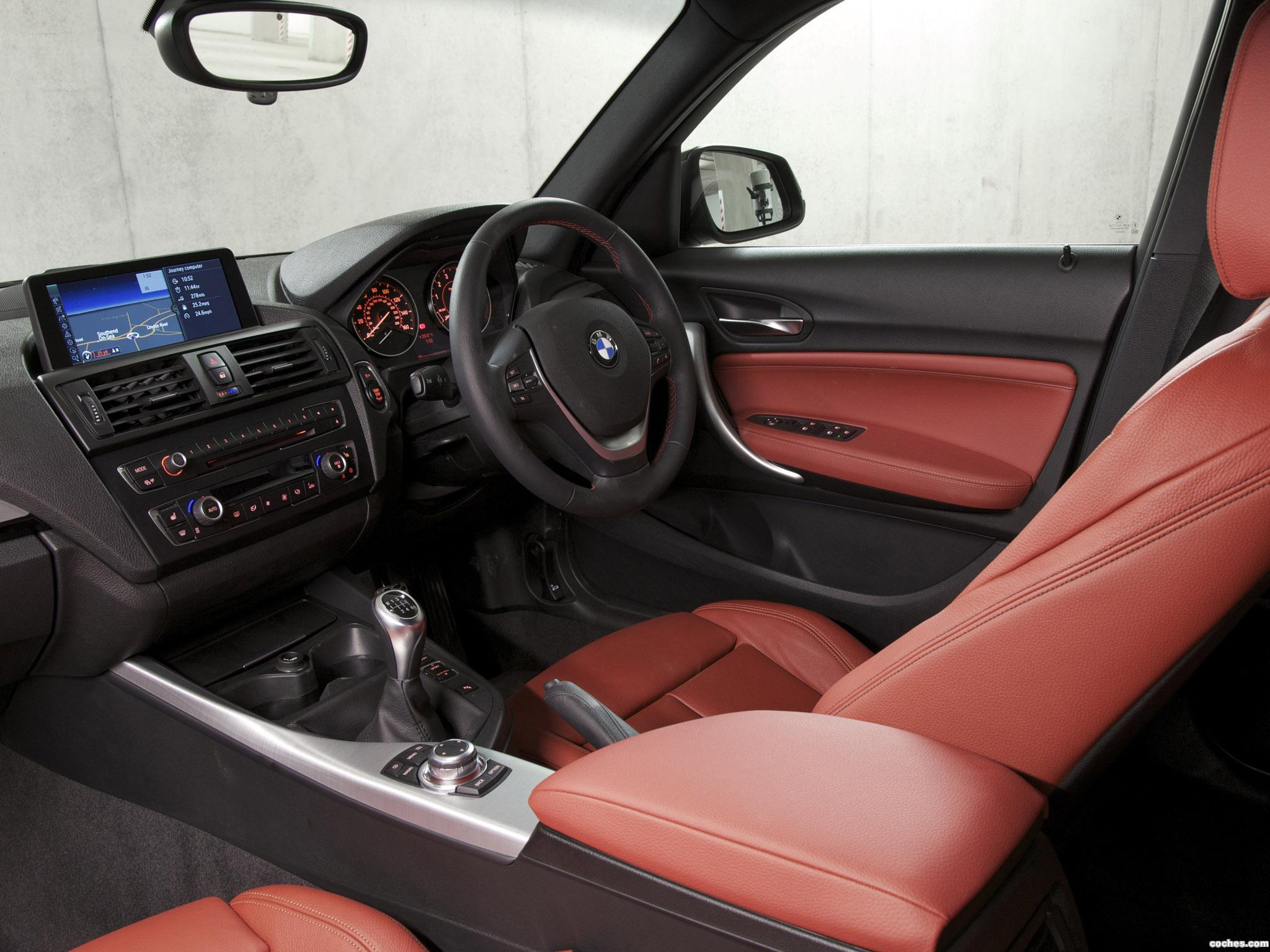Foto 17 de BMW Serie 1 118i 5 puertas Sport Line F20 UK 2011