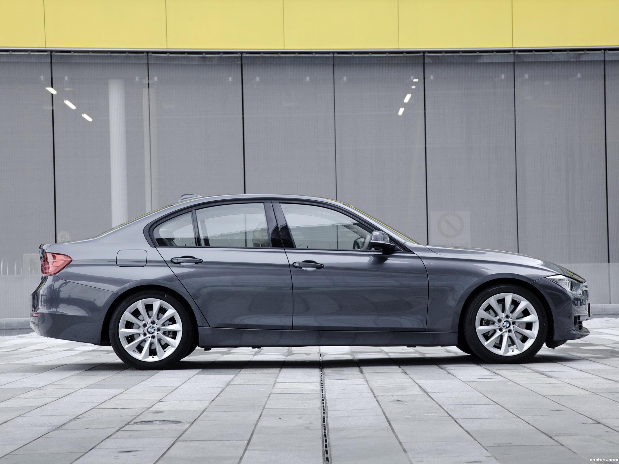 Foto 3 de BMW Serie 3 328i Sedan Modern Line F30 UK 2012