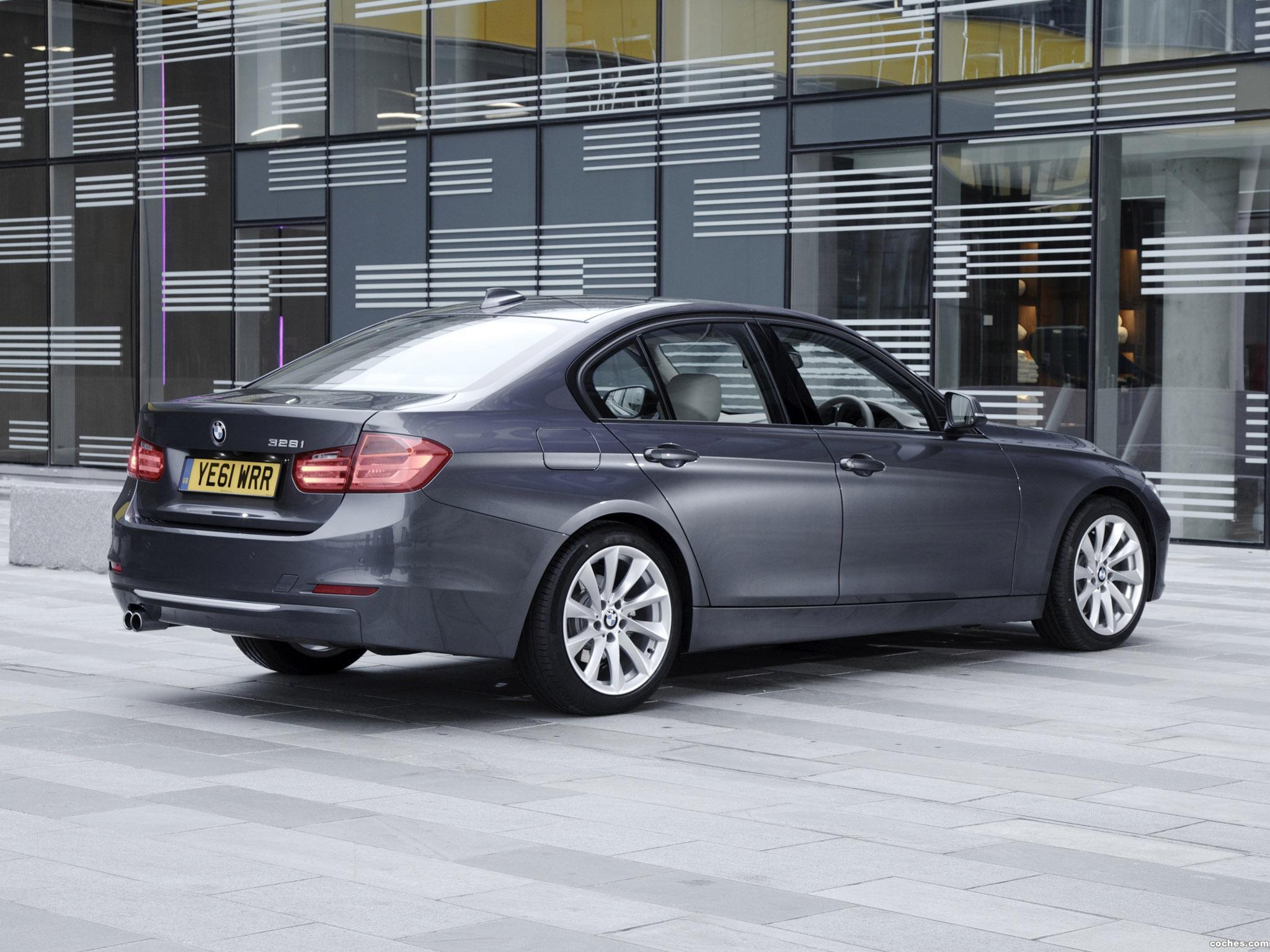 Foto 2 de BMW Serie 3 328i Sedan Modern Line F30 UK 2012