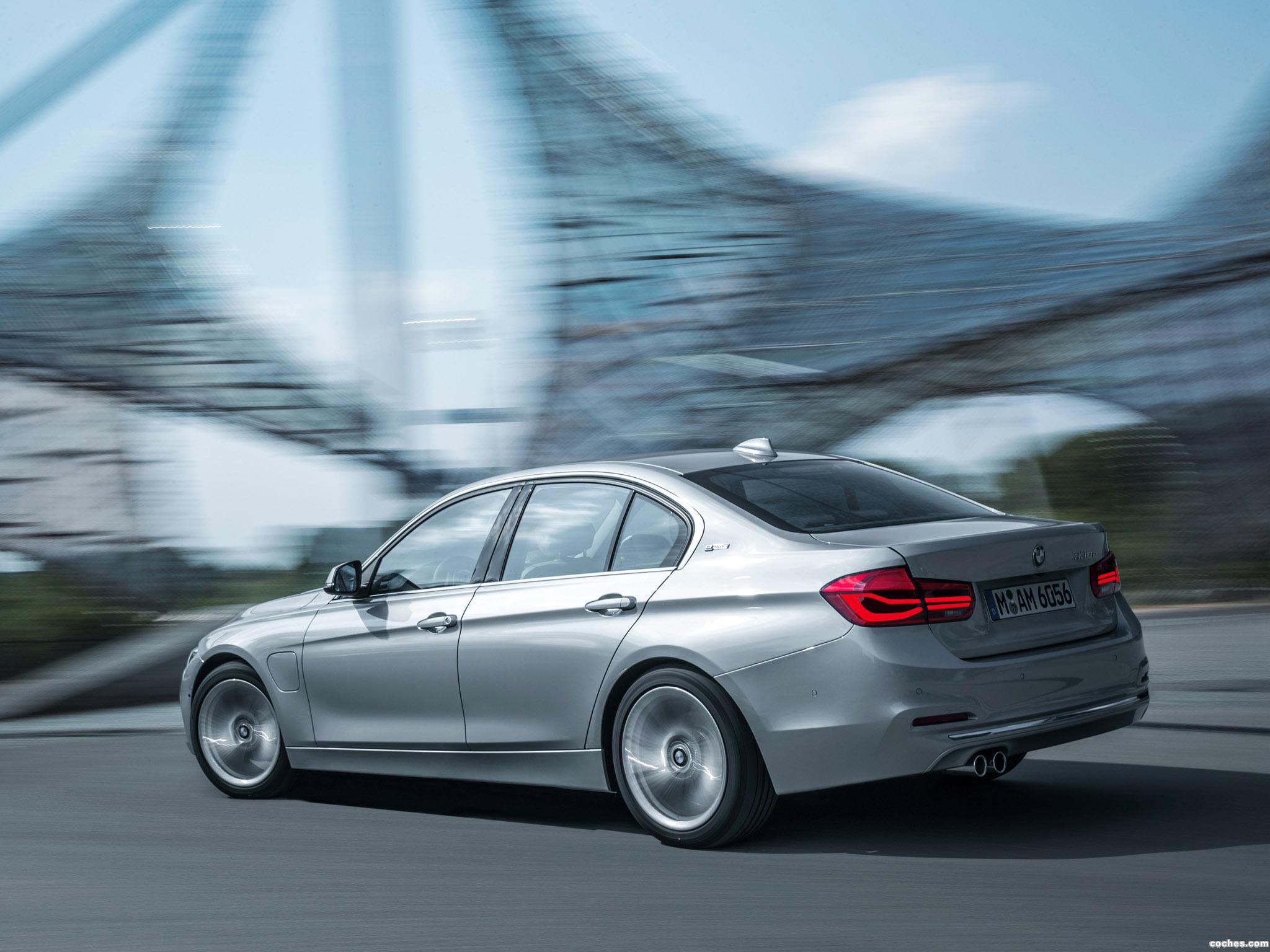 Foto 23 de BMW Serie 3 330e F30 2015