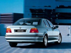 Ver foto 8 de BMW 5-Series 528i Sedan E39 1995