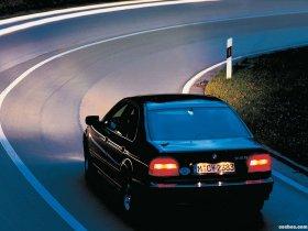 Ver foto 2 de BMW 5-Series 528i Sedan E39 1995