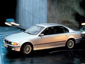 Ver foto 5 de BMW 5-Series 540i Sedan E39 1996