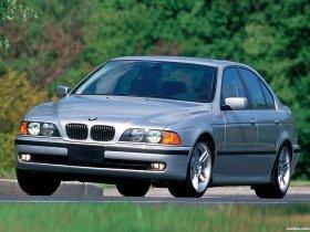 Ver foto 2 de BMW 5-Series 540i Sedan E39 1996