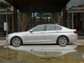 Ver foto 8 de BMW 5-Series Sedan 530d 2010