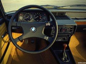 Ver foto 17 de BMW 5-Series Sedan E12 1976