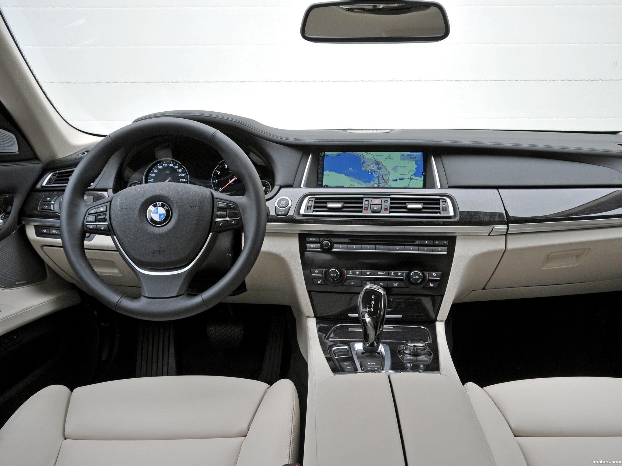 Foto 24 de BMW Serie 7 750i F01 2012