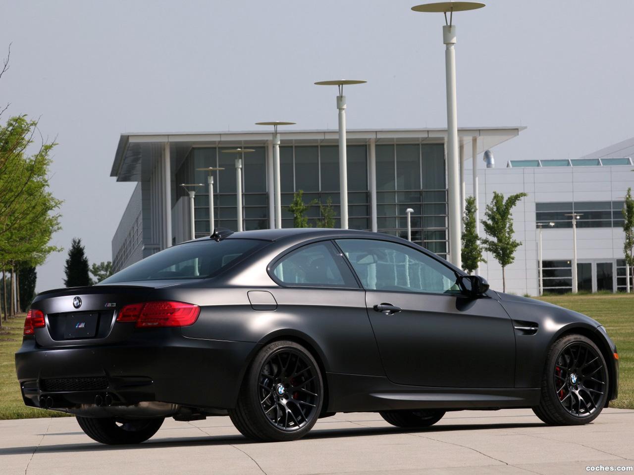 Foto 2 de BMW M3 Coupe Frozen Black Edition E92 2011