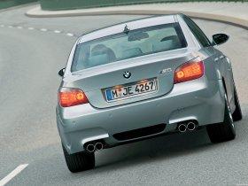 Ver foto 2 de BMW M5 2004