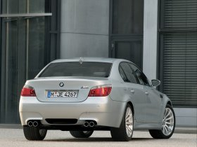 Ver foto 21 de BMW M5 2004