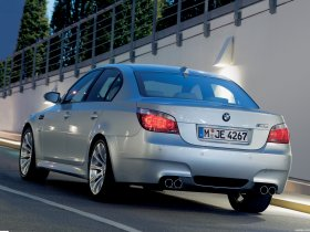 Ver foto 19 de BMW M5 2004