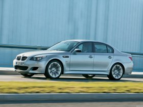 Ver foto 18 de BMW M5 2004