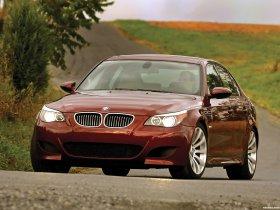 Ver foto 18 de BMW M5 Sedan USA E60 2004