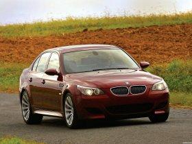 Ver foto 31 de BMW M5 Sedan USA E60 2004