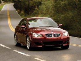 Ver foto 2 de BMW M5 Sedan USA E60 2004