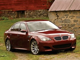Fotos de BMW M5 Sedan USA E60 2004
