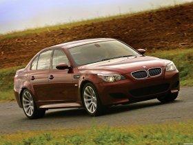 Ver foto 30 de BMW M5 Sedan USA E60 2004