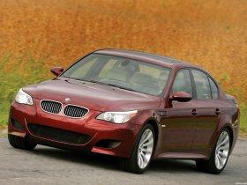 Ver foto 29 de BMW M5 Sedan USA E60 2004