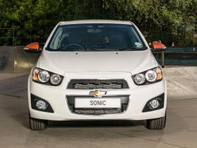 Ver foto 2 de Chevrolet Sonic Black & White UK 2014