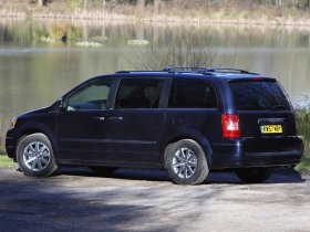 Ver foto 2 de Chrysler Grand Voyager Limited 2008