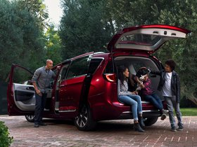 Ver foto 2 de Chrysler Pacifica Limited 2016