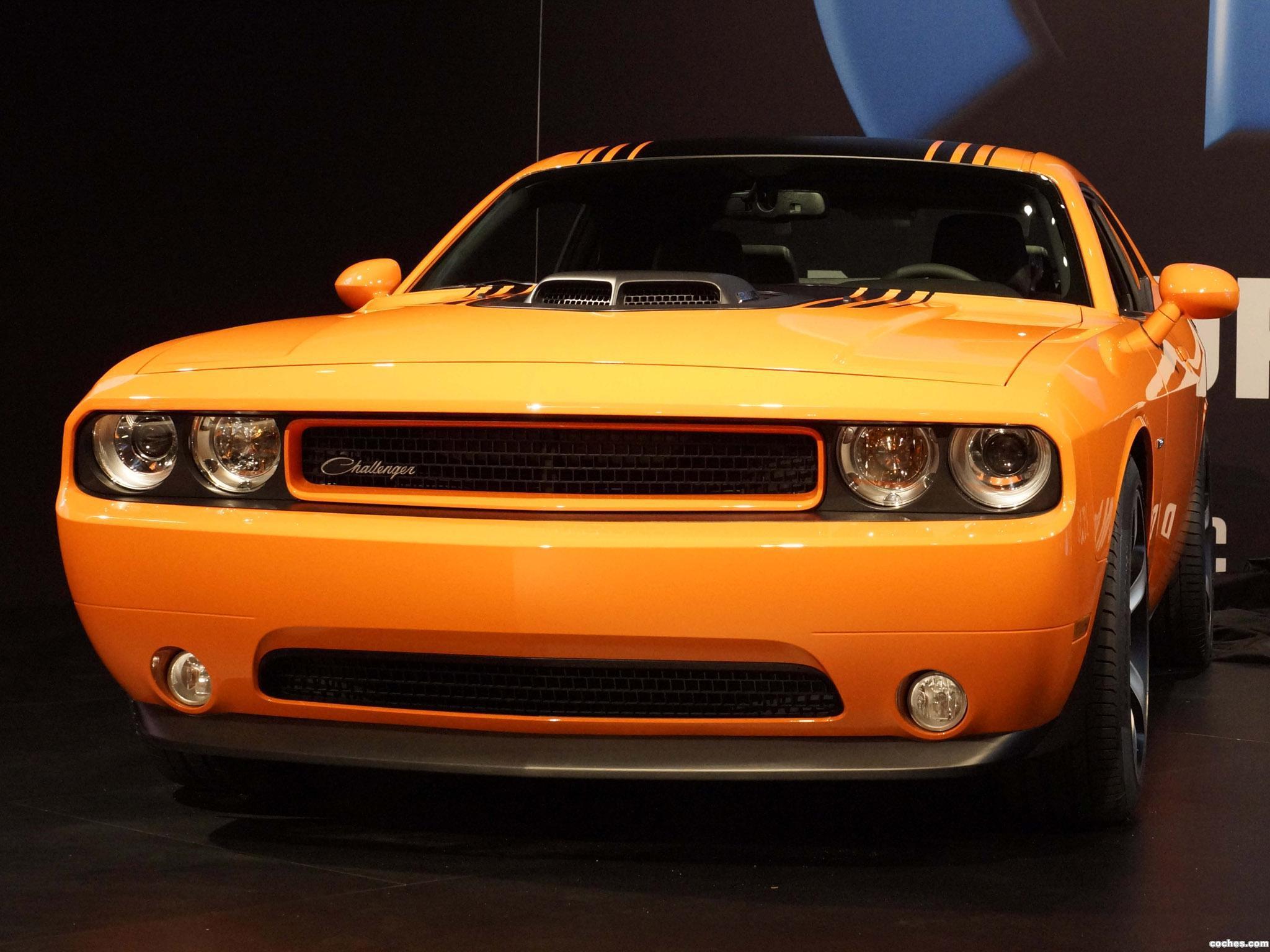 2010 Dodge Challenger RT Shaker photo - 3
