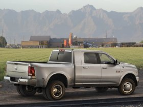 Ver foto 8 de Dodge RAM 3500 Heavy Duty Laramie Mega Cab 4x4 2009