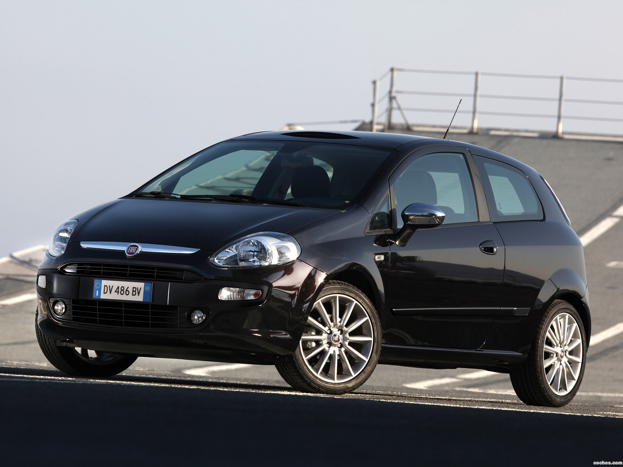 fotos de fiat punto evo 3 puertas 2009. Black Bedroom Furniture Sets. Home Design Ideas
