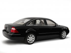 Ver foto 2 de Ford Five Hundred Limited 500 2005