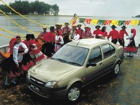 Ver foto 3 de Ford Ikon 2000