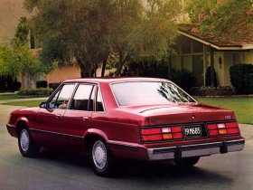 Ver foto 4 de Ford LTD Brougham Sedan 2008