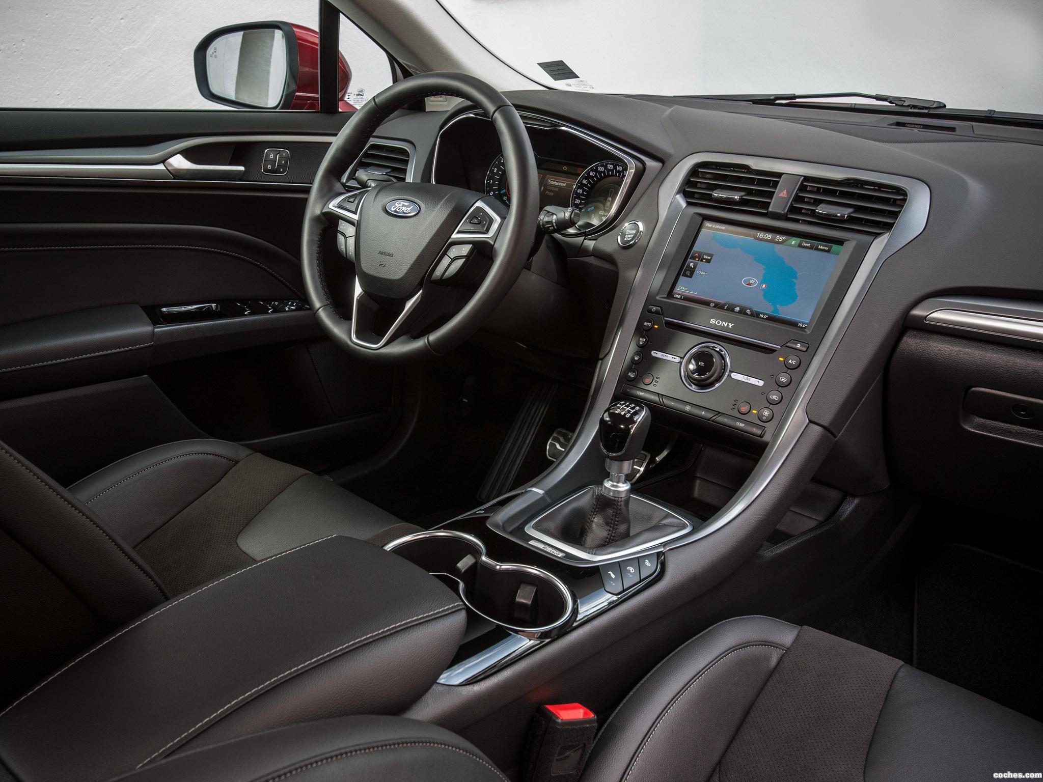 Foto 17 de Ford Mondeo 5 puertas 2014