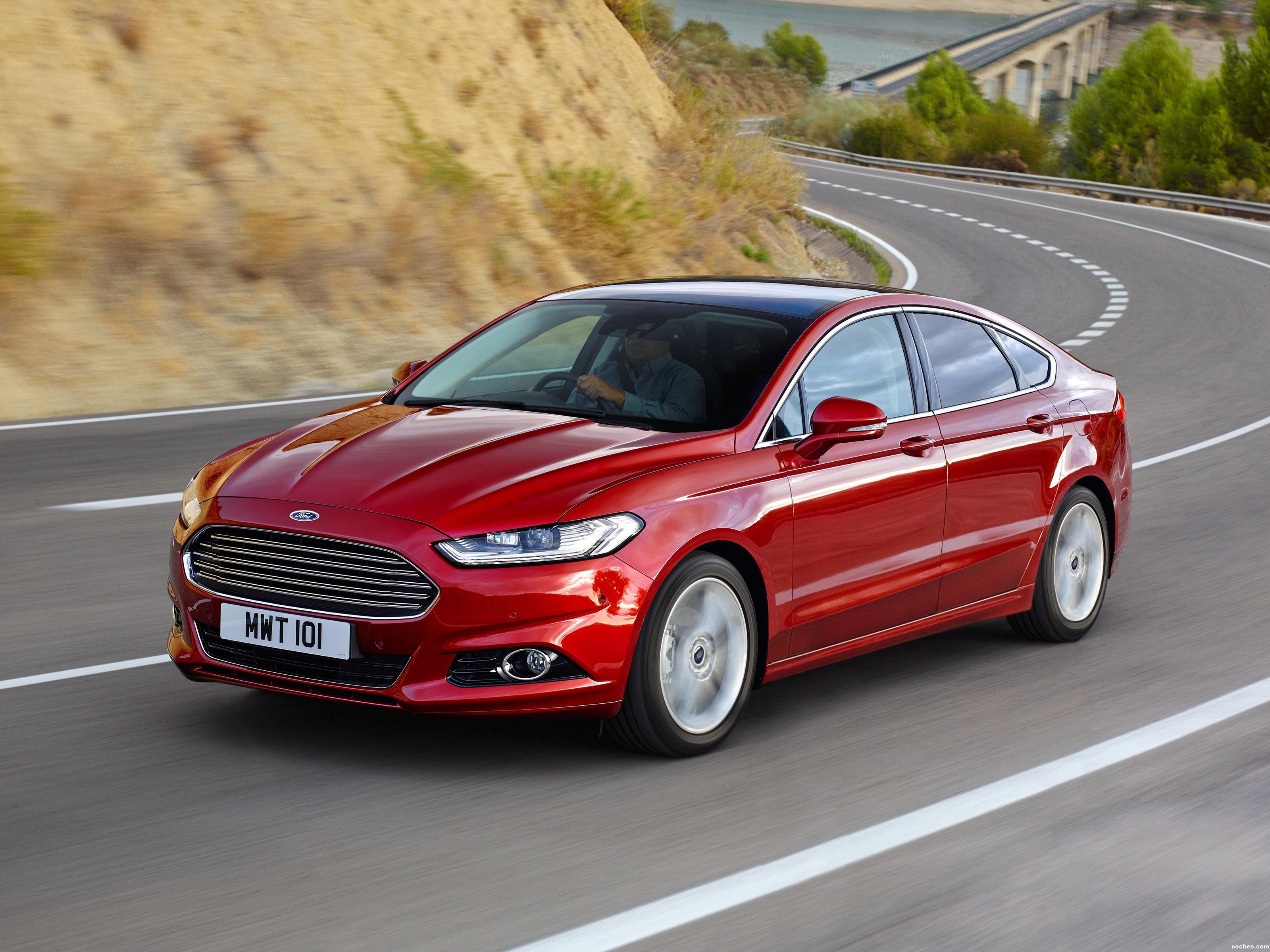 Foto 0 de Ford Mondeo Hatchback UK 2014