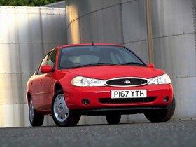 Ver foto 2 de Ford Mondeo Sedan UK 1996