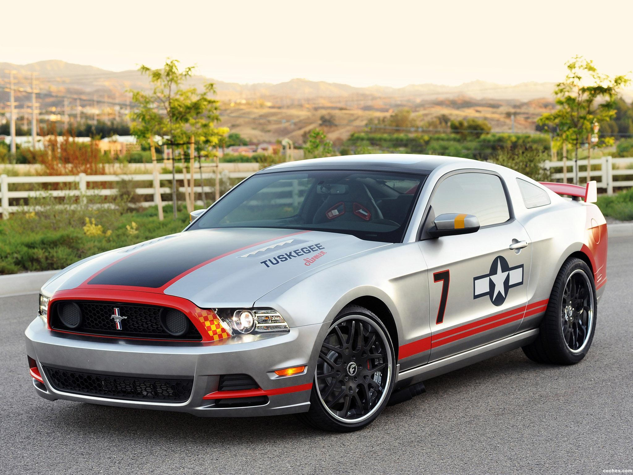 Foto 0 de Ford Mustang GT Red Tails 2012