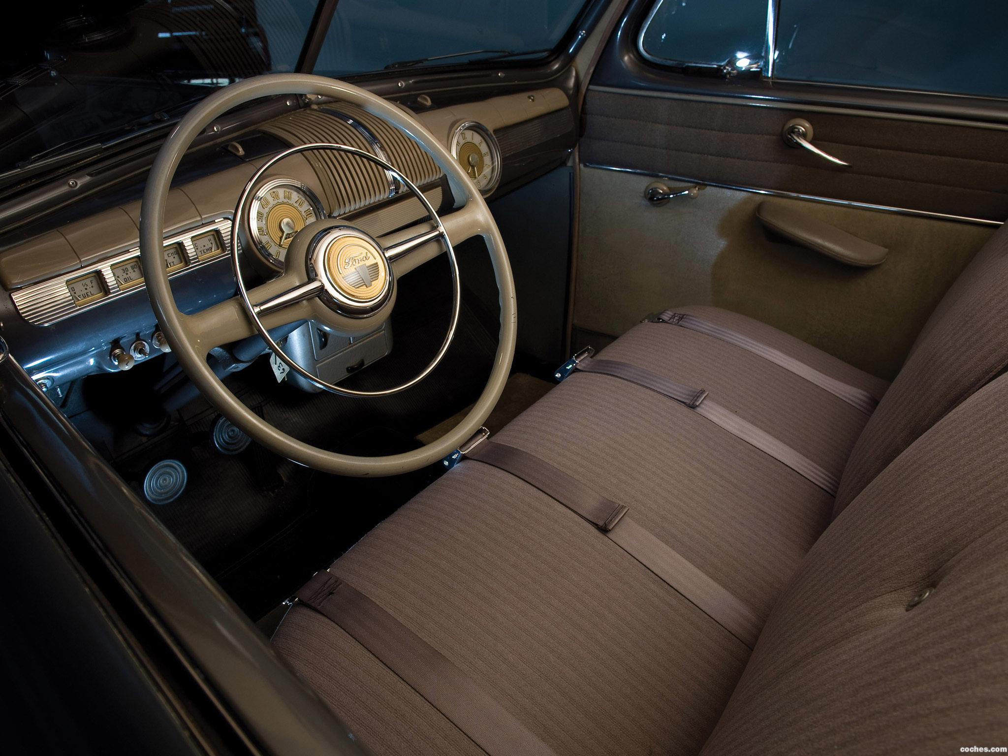 Foto 4 de Ford Super Deluxe Tudor Sedan 1947