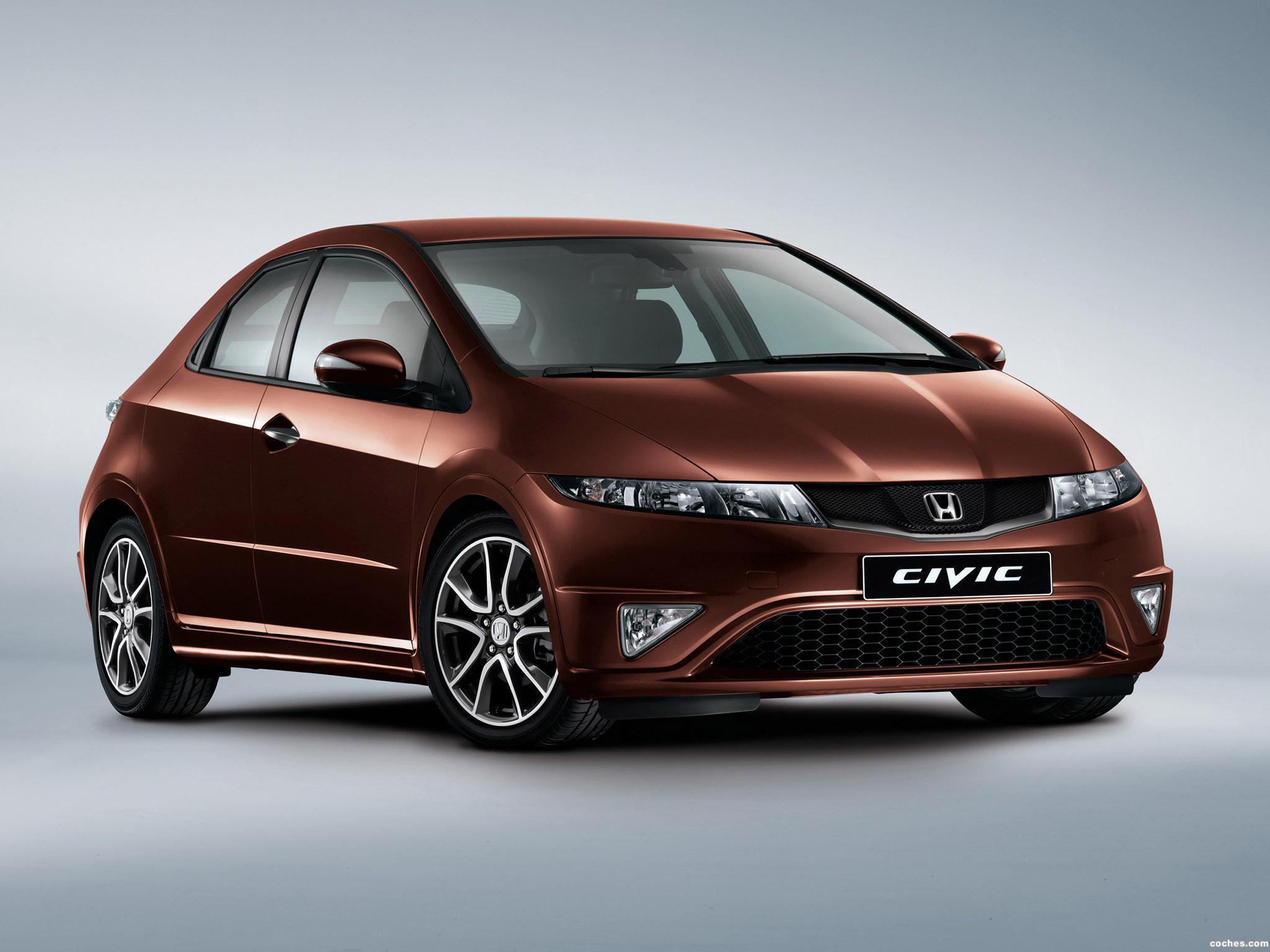 Honda представила новые фото купе Civic.